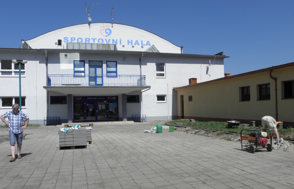 Směr ke Sportovní hale ( a kancelářím 1.FC)