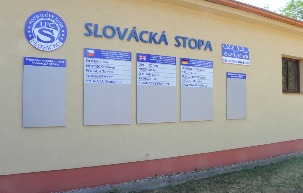 Info tabule na zdi restaurace Krček